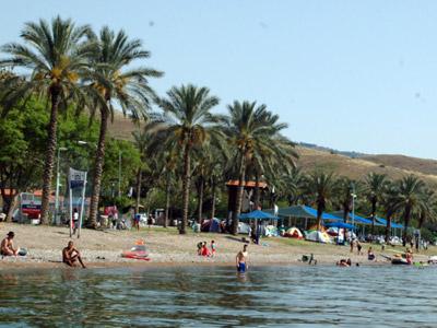 חוף חלוקים לבנון כורסי